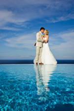 Fotos & Bilder Wasser Braut Hochzeit Bräutigam Blond Mädchen Kuss Kleid Mädchens