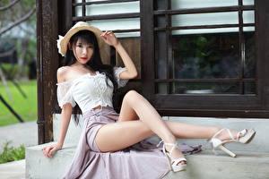 Hintergrundbilder Asiaten Brünette Sitzen Der Hut Bein Blick Schöne junge Frauen