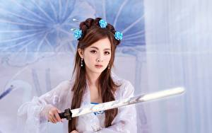 Bilder Asiatische Braunhaarige Blick Schwert Mikako Zhang Kaijie, Japanese junge Frauen