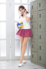 Hintergrundbilder Asiatisches Posiert Rock Bein Bluse Schulmädchen Ball Starren Mädchens