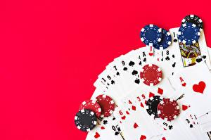Fotos Spielkarte Casino-Chips Farbigen hintergrund Casino