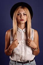 Bilder Viacheslav Krivonos Posiert Pose Model Der Hut Bluse Hand Blick Junge frau Dasha Mädchens