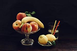 Desktop hintergrundbilder Getränk Bananen Pfirsiche Zitrone Grauer Hintergrund Trinkglas das Essen