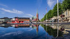 Fotos Norwegen Kirchengebäude Gebäude Waterfront Spiegelung Spiegelbild Arendal