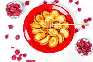 Photo Hotcake Raspberry White background Plate