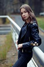 Bilder Evgeniy Bulatov Pose Jeans Jacke Blick Junge frau Polina Mädchens