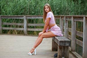 Fotos Bank (Möbel) Sitzend Bein Kleid Starren Sophie Mädchens