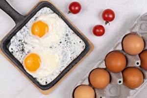 Sfondi desktop Pomodori Padella Uovo al tegamino Uovo alimento