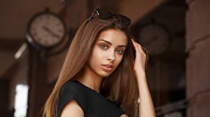 Обои Viacheslav Krivonos Модель Лицо Взгляд Размытый фон Шатенка Liza Девушки картинки