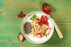 Pictures Yogurt Strawberry Breakfast Healthy eating Spoon Bowl Food