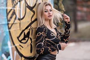 Fotos Blond Mädchen Pose Bluse Starren Bokeh Alessandra Mädchens