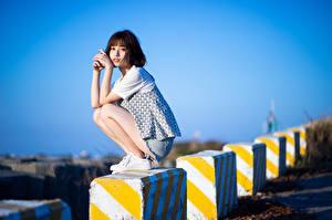 Hintergrundbilder Asiatisches Sitzt Blick Posiert Mädchens