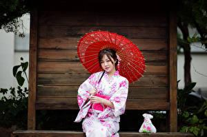 Hintergrundbilder Asiatische Sitzen Kimono Regenschirm Blick junge frau
