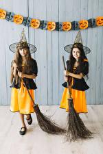 Tapety na pulpit Halloween Dziewczynki Dwóch Kapelusz Uniform Wzrok Dzieci