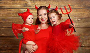 Picture Halloween Mother Boards Little girls Infants Horns Uniform Smile Family Trident child