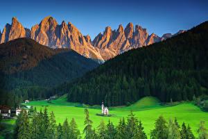 Fotos Italien Berg Kirchengebäude Landschaftsfotografie Ein Tal Alpen South Tyrol Natur