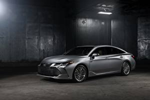 Photo Toyota Silver color 2018 Avalon Limited Hybrid auto
