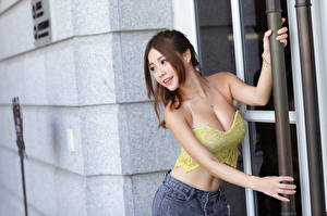 Picture Asian Pose Hands Smile Sleeveless shirt Breast female