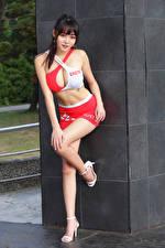 Hintergrundbilder Asiaten Posiert Bein Rock Unterhemd Starren Mädchens