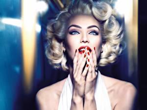 Papel de Parede Desktop Candice Swanepoel Marilyn Monroe Cabelo loiro Meninas Mão Maquilhagem Manicuro Ver Cosplay Marilyn Monroe jovem mulher