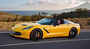 Hintergrundbilder Chevrolet Gelb Seitlich Coupe Corvette, Stingray, Coupe, EU-spec, 2013 Autos