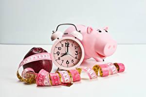 Фотографии Часы Яблоки Будильник Свинья копилка Измерительная лента Еда