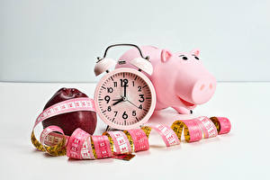 Photo Clock Apples Alarm clock Piggy bank Tape measure Food