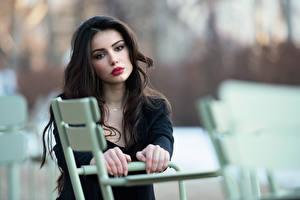 Bureaubladachtergronden Ester Merja Bokeh Brunette meisje Handen Kijkt Model Luigi Malanetto Jonge_vrouwen