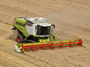 Image Fields Agricultural machinery Combine harvester 2010-20 Claas Lexion 750