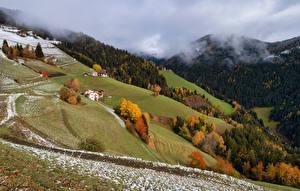 Tapety na pulpit Włochy Góry Jesienne Alpy Śnieg Chmury South Tyrol