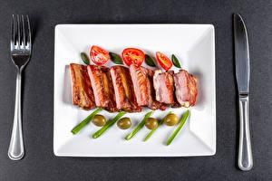 Fotos & Bilder Messer Tomate Oliven Grauer Hintergrund Gabel ribs Lebensmittel