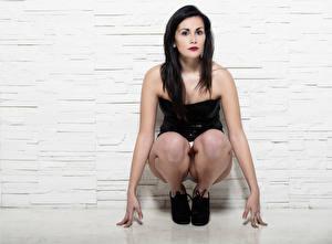 Fotos & Bilder Brünette Sitzend Pose Blick Martina Mädchens