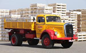 Wallpaper Mercedes-Benz Trucks Yellow