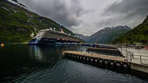 Hintergrundbilder Norwegen Berg Bootssteg Kreuzfahrtschiff Geiranger