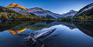 Bureaubladachtergronden Zwitserland Bergen Een meer Landschap van Alpen Weerspiegeld Valais Natuur