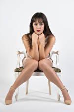 Bilder Model Stühle Sitzen Bein Hand Kleid Blick Posiert Vittoria junge frau
