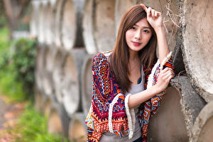 Bilder Asiatische Bokeh Braune Haare Hand Blick Mädchens