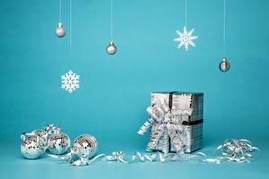 Hintergrundbilder Neujahr Geschenke Schachtel Schleife Schneeflocken Kugeln Band
