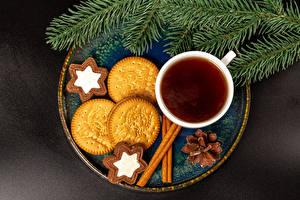 Bilder Neujahr Tee Kekse Zimt Grauer Hintergrund Tasse Ast Zapfen das Essen
