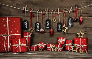 Hintergrundbilder Neujahr Bretter Wände Wäscheklammer Geschenke Schleife Kugeln Stern-Dekoration