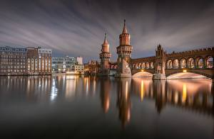 Fotos Deutschland Berlin Abend Flusse Gebäude Brücken Türme Oberbaum Bridge, River Spree Städte