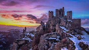 Bakgrundsbilder på skrivbordet Italien Berg Fästning Ruinerna Stenar Klippa Castello Rocca Calascio Natur