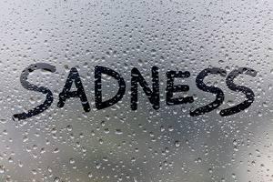 Fotos Glas Tropfen Englischer Text SADNESS