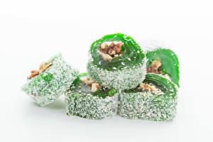 Bureaubladachtergronden Turks fruit (snoepgoed) Zoet voedsel Poedersuiker Witte achtergrond Groen kleur Voedsel