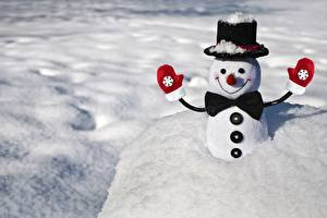 Desktop wallpapers Winter New year Snow Hat Mittens Bow tie