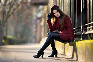 デスクトップの壁紙、、座っ、ブーツ、コート、手袋、ベレー帽、凝視、Ambre、若い女性、