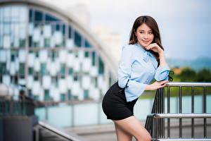 Hintergrundbilder Asiatische Unscharfer Hintergrund Pose Rock Bluse Hand Blick junge Frauen