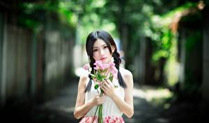 Photo Asiatic Bouquet Rose Bokeh Brunette girl Staring Hands Girls
