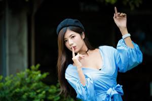 Hintergrundbilder Asiaten Gestik Bokeh Hand Barett junge frau