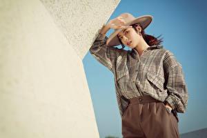 Tapety na pulpit Azjatycka Poza Koszula Kapelusz Wzrok młoda kobieta